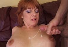 Huisvrouw met dikke tieten wilt lekker neuken