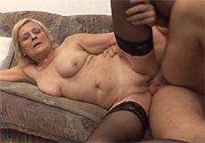 Oma laat zich neuken door een jonge knul