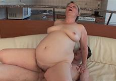 Schoonmoeder verleidt haar schoonzoon!