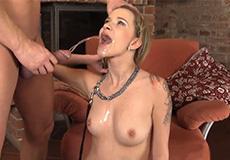Seksslavin neuken en in haar mond plassen